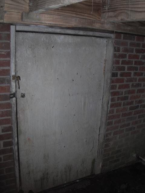 s-crawlspace-access-outswing-door-1
